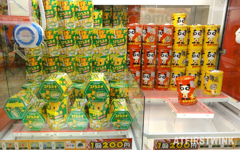 Lotte koala bear cookies grab machine