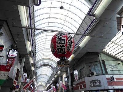 天神橋筋商店街・・・大阪天満宮参詣道のでっかい提灯