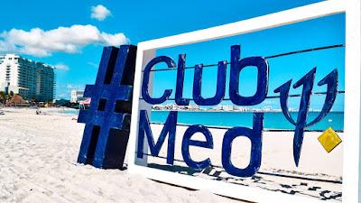 Logo Club Med sur plage  au Maroc  à Tetouan .