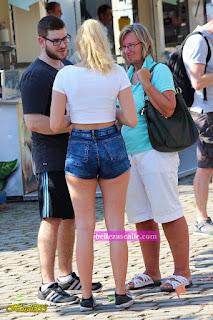 bella-chica-shorts-apretados