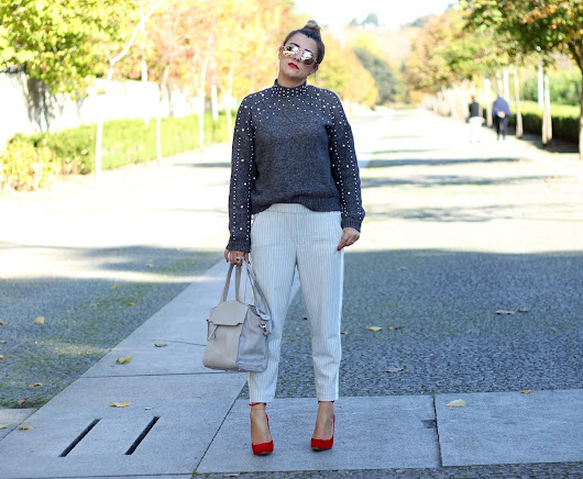 Look | Striped sporty pants , Knit and red shoes