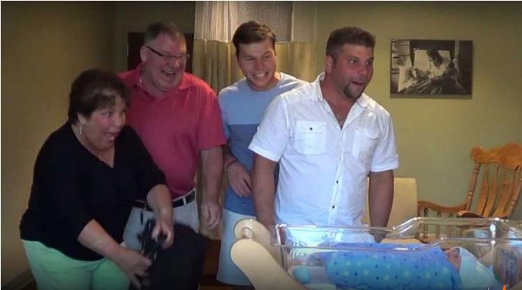 Une femme enceinte garde un secret sur sa grossesse et for Accouchement a la maison youtube