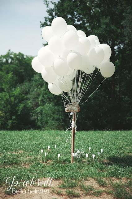 weiße Luftballons Hochzeit