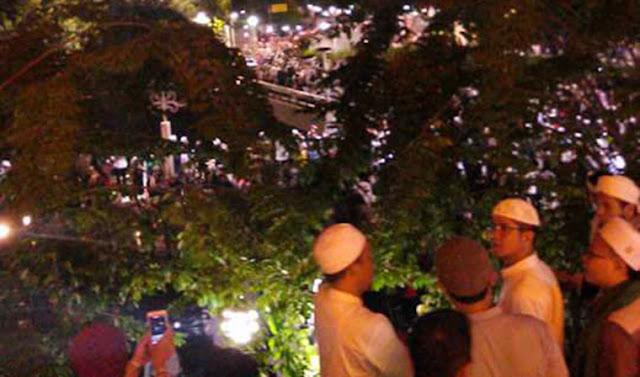 Subhanallah.. Massa Terus Bertambah, Begini Kondisi Malam Ini di Masjid Istiqlal Jakarta