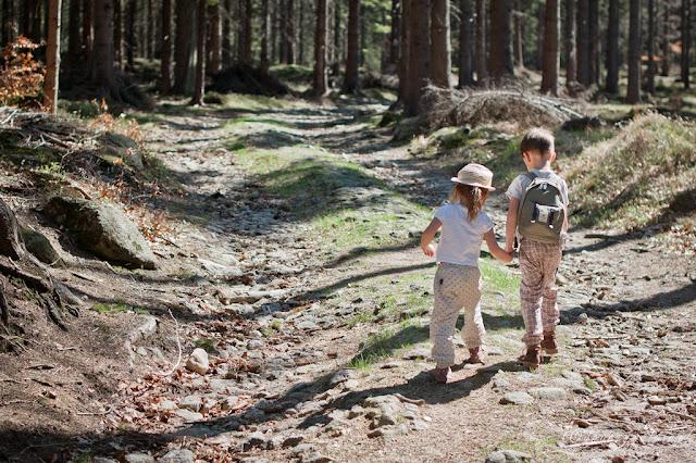 majówka w górach, dzieci na szlaku, trekking rodzinny, sudety z dzieckiem