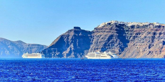 La gita in barca nella caldera Santorini