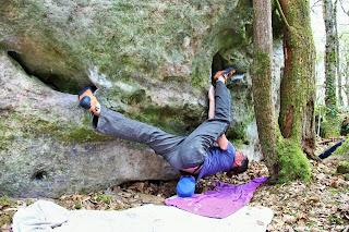 Titi fait son fort dans la traversée de Yoga  à Noisy
