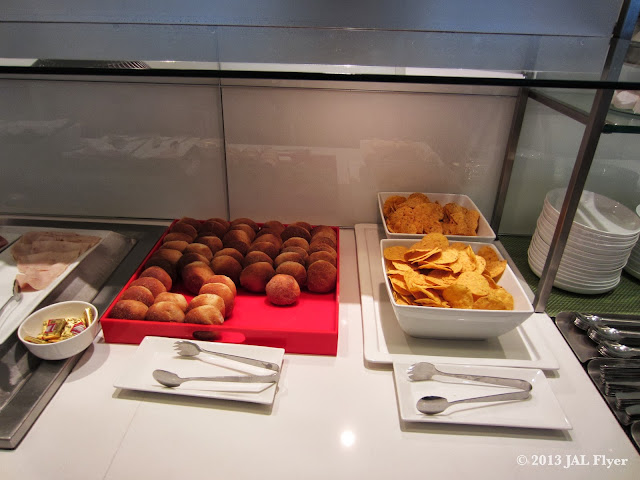 JAL Business Class trip report on JL061 - Bread and tortilla chips at oneworld Business Class Lounge at Los Angeles TBIT