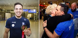Στην Ελλάδα με το χρυσό μετάλλιο στα χέρια ο Πετρούνιας- Σε λίγες ώρες ταξιδεύει για το χειρουργείο στη Γαλλία
