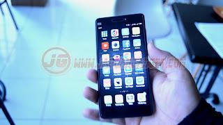 Bagian Depan Xiaomi Mi4C
