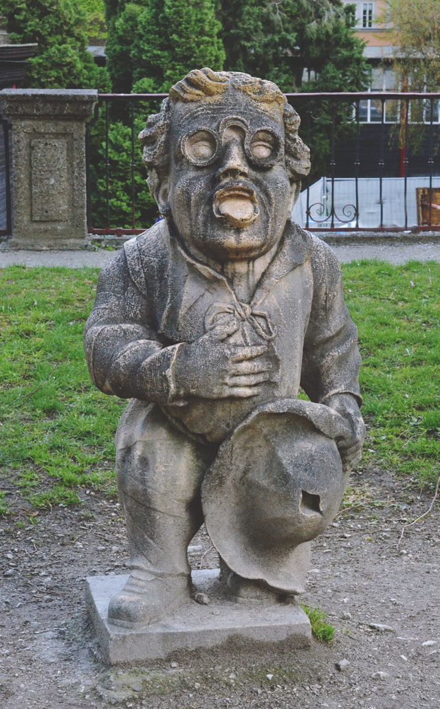 Dwarf statue Sound of Music