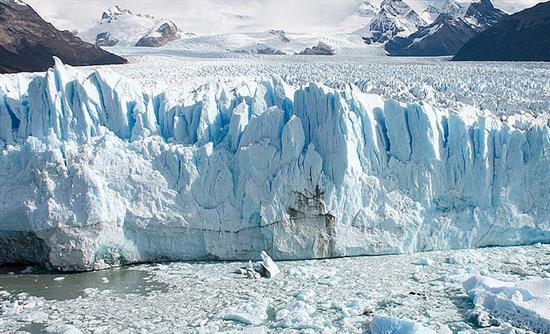 Καταρρέει τμήμα τεράστιου παγετώνα στην Παταγονία (βίντεο)