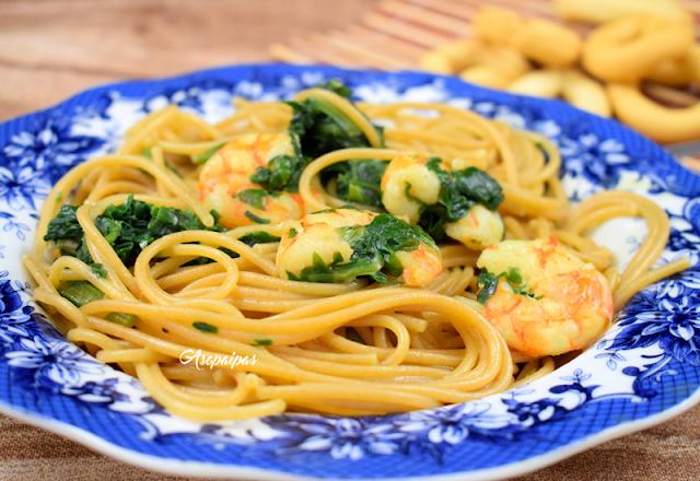 Espaguetis Integrales con Acelgas, Langostinos y Leche de Coco. Vídeo Receta