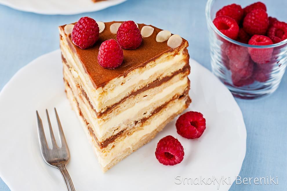 tort miodowy z masą kajmakową i kremem budyniowym