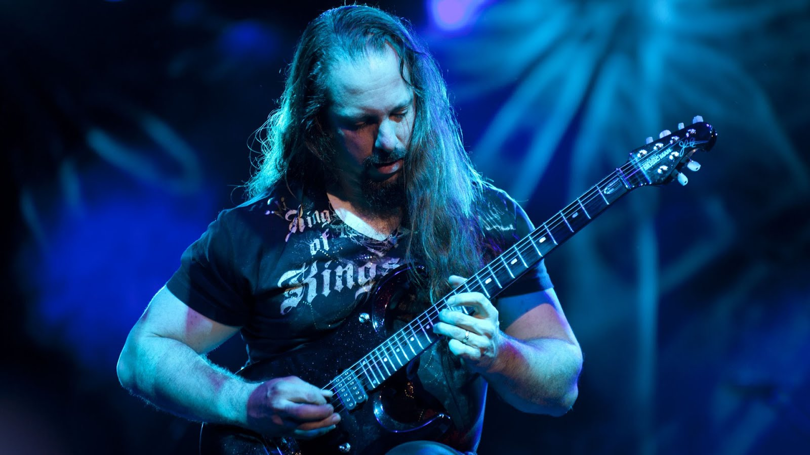 John Petrucci - 'Slow practicing' the solo from 'Moment Of Betrayal' backstage