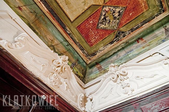 Kraków. Kamienica. Wnętrze. Klatka schodowa. Malowany sufit w kamienicy.