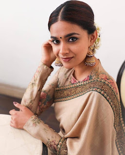 Keerthy Suresh in Saree with Cute Smile for Going to 66th National Awards 2019 2