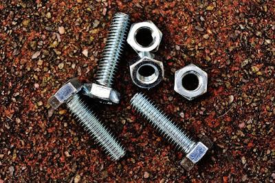 metal screws that cause hardware disease