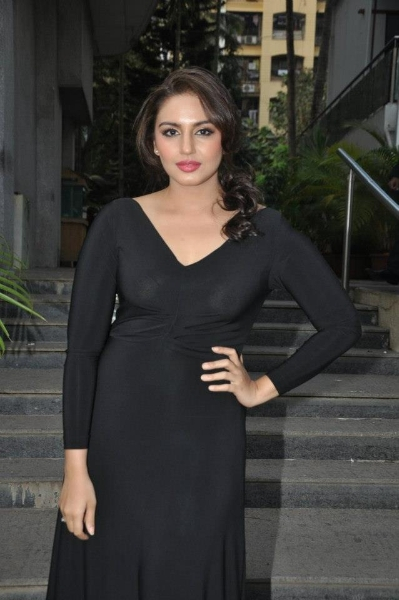 Huma Qureshi Shocking Breast Visible Through Transparent Top