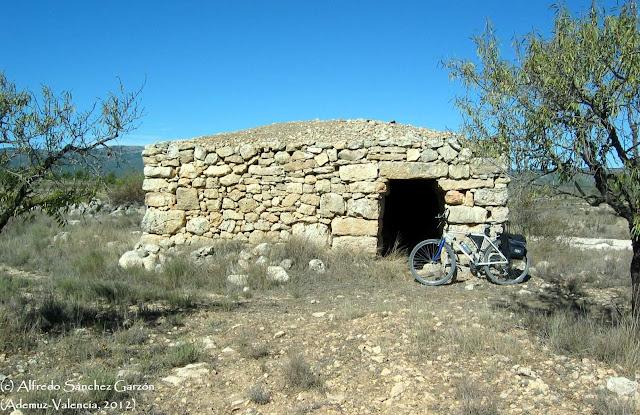 camino-vera-cruz-barraca-piedra