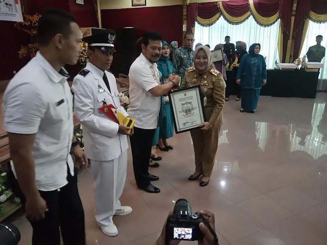 Gubernur Sulsel Berikan Penghargaan Kepada Kelurahan Songka, Palopo