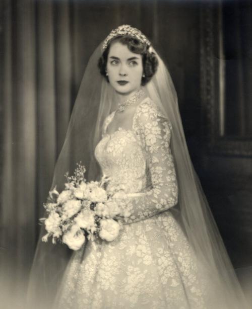 Vintage Wedding Dresses For Older Brides: Intrigue You Forever Vintage: Vintage Wedding Perfection