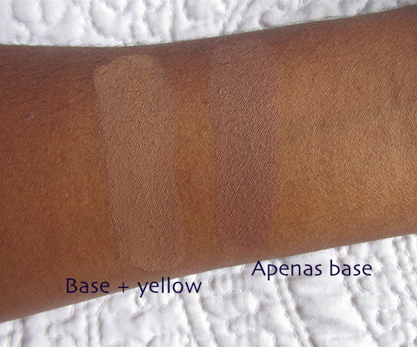 Swatch: base + corretivo amarelo e apenas a base