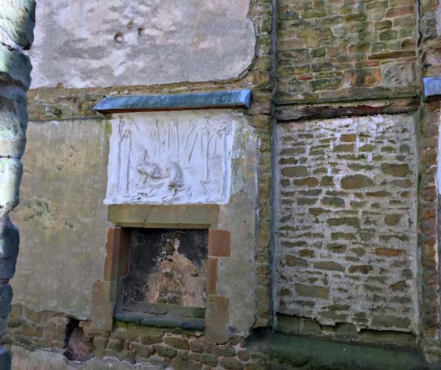hardwick-old-hall-stag-plasterwork