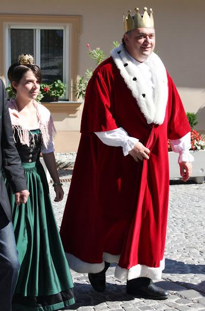 Die Weinkönigin darf nicht fehlen © Copyright Monika Fuchs, TravelWorldOnline