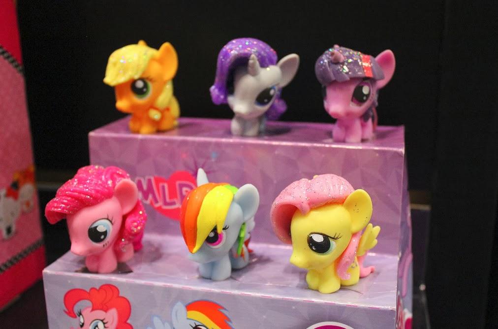 Glitter Fash'ems with Rainbow Dash