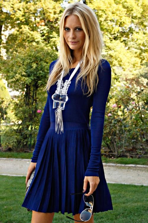 4d55d15645f1 Chic and Silk: DRESS WITH DRESS: Μπλε φόρεμα. Γιατι να το επιλέξετε ...