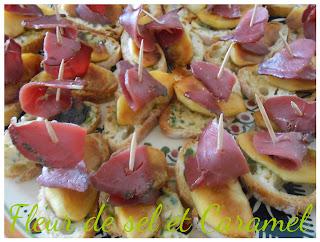 Toasts aux pommes et magrets fumés