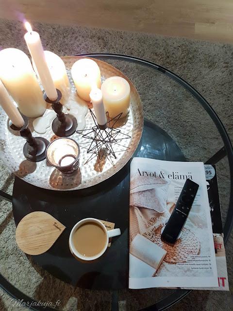 olohuone livingroom syksy pehmoiset värit sävyt syksy kynttilä ektorp ikea vittsjö tinek home samsung
