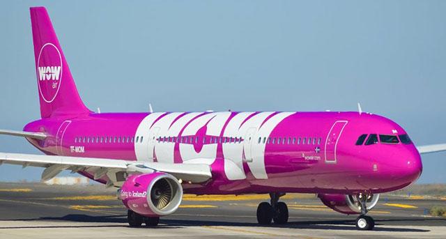 "Maskapai penerbangan dari Islandia yang meluncurkan sebuah pesawat Pink yang di beri nama ""GAY"""