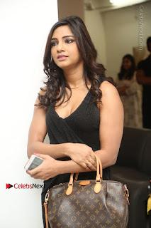 Telugu Actress Kamna Singh Stills in Black Dress at Bharat Thakur Art Exhibition Launch  0014.jpg