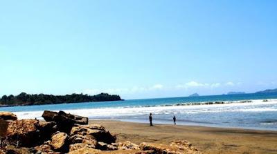Pantai Sidem yang Menawan