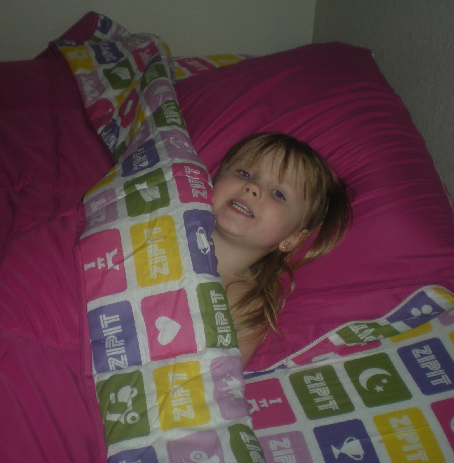 Js Reviews And Giveaways Zipit Bedding Review And Special