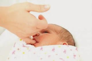 reflek pada bayi, bayi, bayi usia 1 bulan sebesar apa, Bayi usia, reflek,
