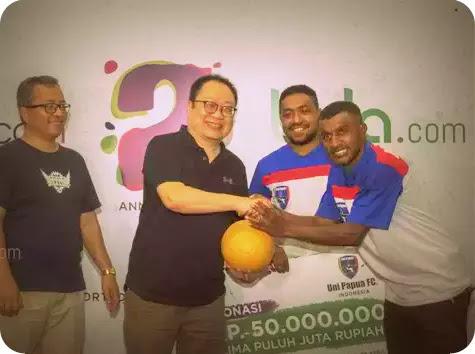 Uni Papua Terima Penghargaan pada Bintang Bola Anniversary