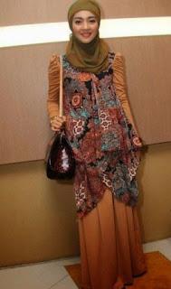 Busana Batik Modern Artis