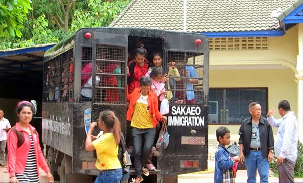 Des Cambodgiens à la frontière thaïlandaise. Photographie RFA
