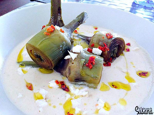 Crema ligera de pollo con alcachofas y tomates secos