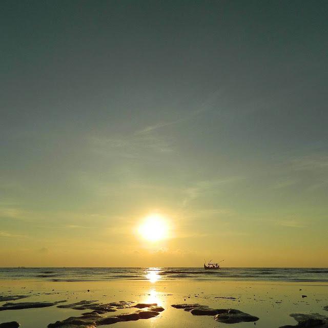 foto sunrise di pantai banyutowo wonogiri