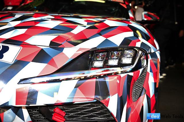 新型スープラのレース仕様モデル「GAZOO Racing A90」のヘッドライトの写真