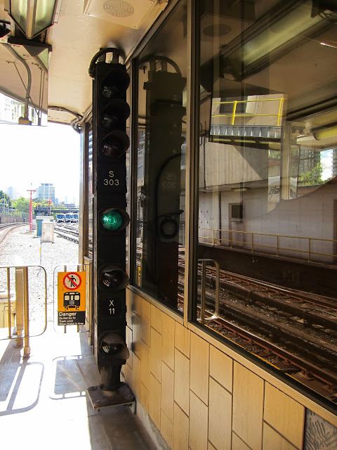 Signal lights at Davisville station