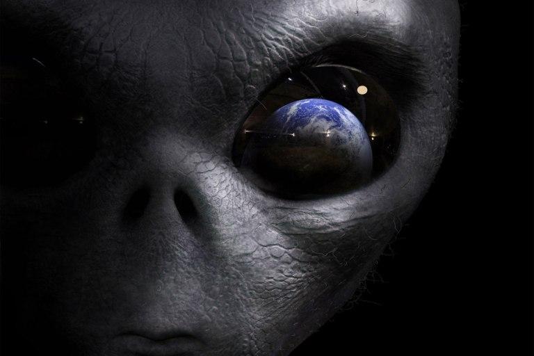 Le TABOU des extra terrestres - Page 3 ETs-de-olho-na-Terra