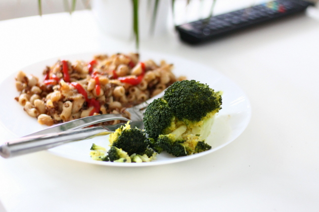 parsakaali soijarouhemakaronilaatikko vegaani