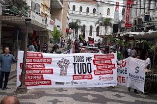 http://vnoticia.com.br/noticia/2994-sindicato-mobiliza-bancarios-com-passeata-e-ato-publico