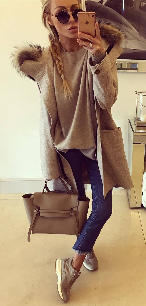 fall fashion trends / coat + sweater + bag + sneakers + jeans