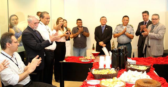 Diretor do Fórum de São Luís recebe homenagem de servidores